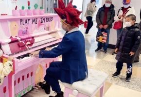 【钢琴】当街头响起《热烈的决斗者》这发型看起来打牌很强