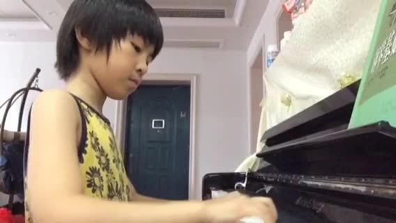 韩小聪 发布了一个钢琴弹奏视频,欢迎来围