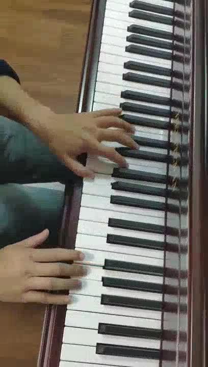 林果 发布了一个钢琴弹奏视频,欢迎来围观