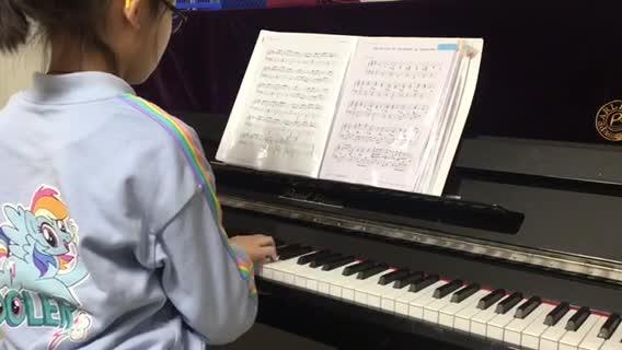 小筱i仔仔 发布了一个钢琴弹奏视频,欢迎