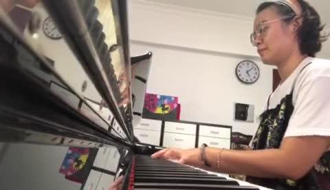 《凉凉》红吉茄 发布了一个钢琴弹奏视频,