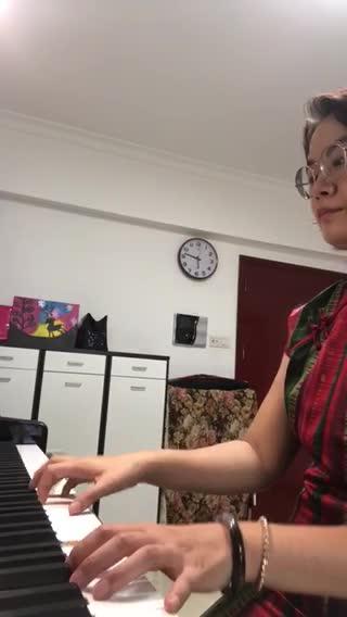 红吉茄 发布了一个钢琴弹奏视频,欢迎来围