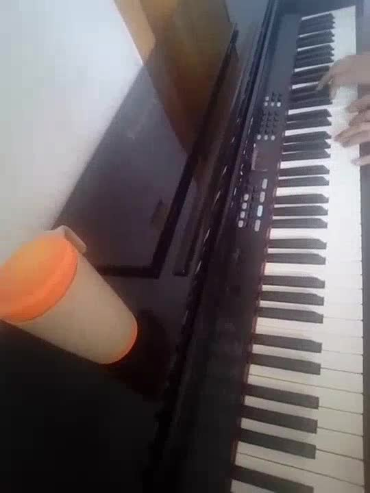 绯红极哀 发布了一个钢琴弹奏视频,欢迎来