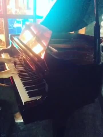 业余爱好,不喜勿喷 发布了一个钢琴弹奏视