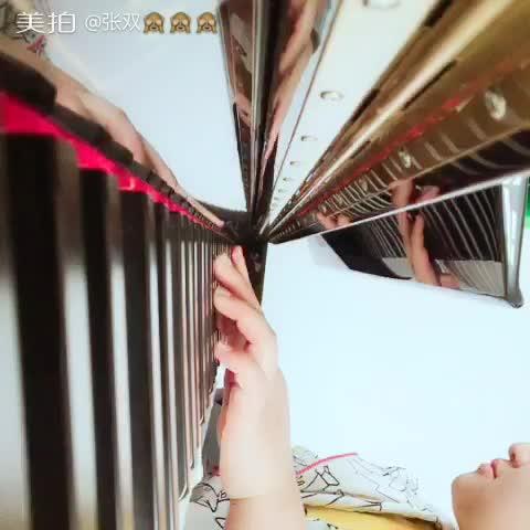 弓长又又 发布了一个钢琴弹奏视频,欢迎来