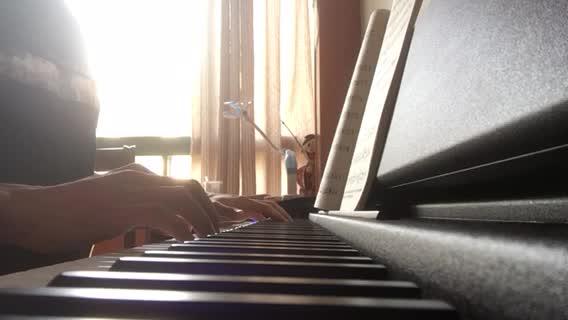 十号线骑士 发布了一个钢琴弹奏视频,欢迎