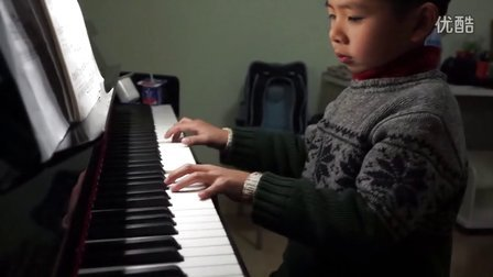 6岁男孩深情弹奏的老男孩