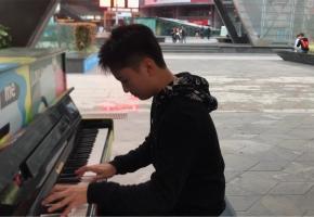 在街头碰到一架钢琴时...... 《某科学的超电磁炮》