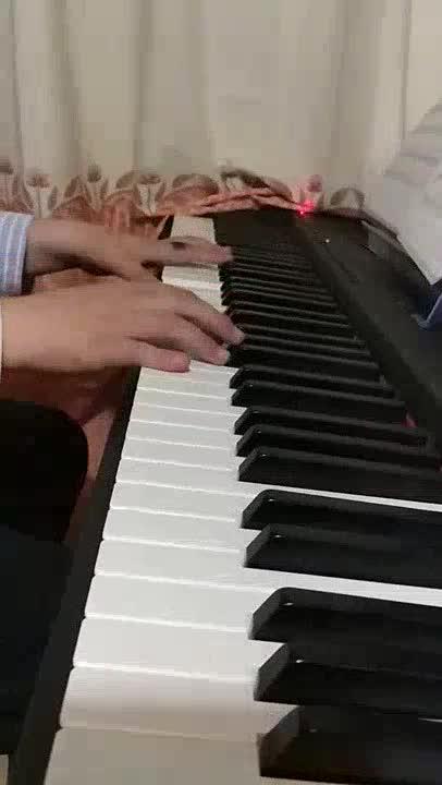 里里宝贝 发布了一个钢琴弹奏视频,欢迎来