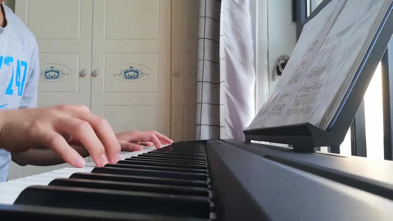 狂三老公夏 发布了一个钢琴弹奏视频,欢迎