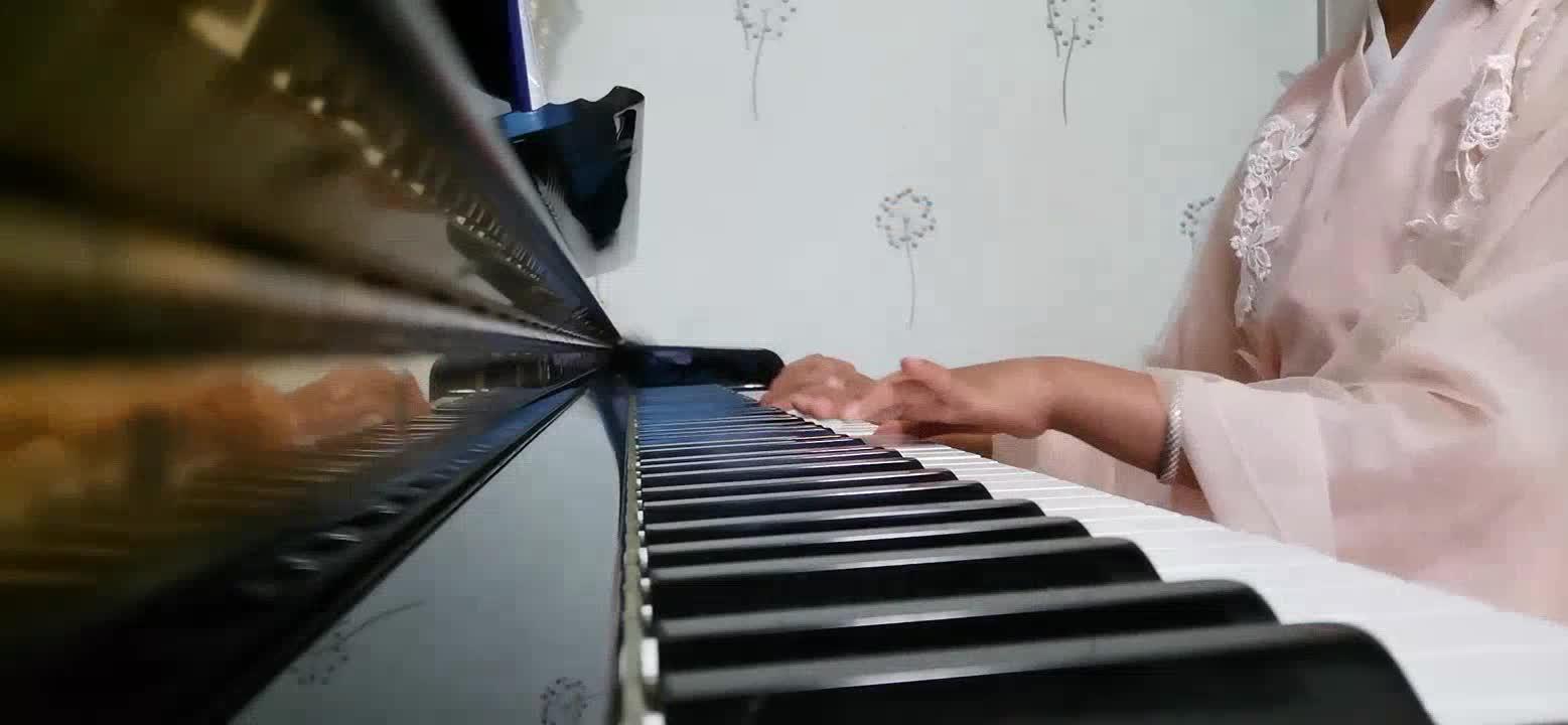 来啦,老弟 发布了一个钢琴弹奏视频,欢迎