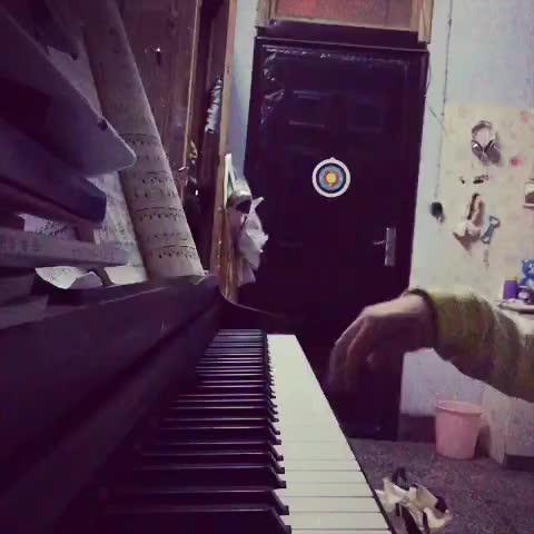Sarah乔乔 发布了一个钢琴弹奏视频,