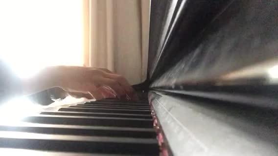 窗在左边Qin 发布了一个钢琴弹奏视频,
