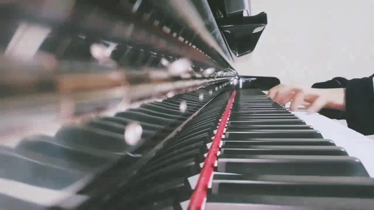 告白之夜? 乐乐lzm 发布了一个钢琴弹