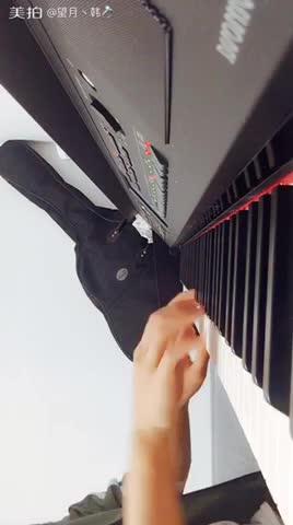 望月丶 发布了一个钢琴弹奏视频,欢迎来围