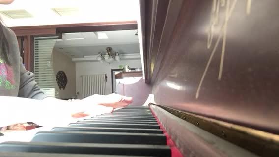 莫兮_Vicky 发布了一个钢琴弹奏视频