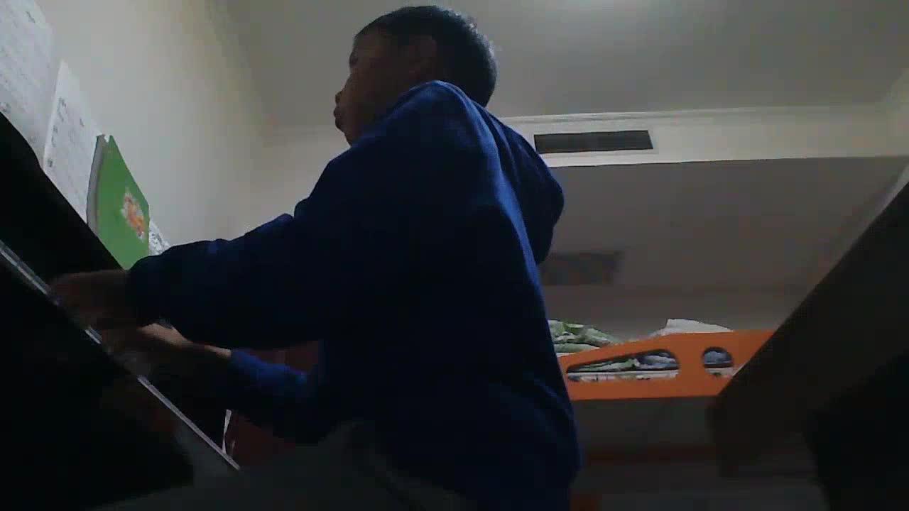 花镜院 发布了一个钢琴弹奏视频,欢迎来围
