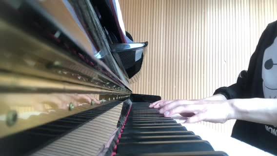 钢琴 初学者 发布了一个钢琴弹奏视频,欢