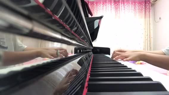 橙子味的冰淇淋 发布了一个钢琴弹奏视频,