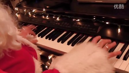 圣诞老人钢琴弹奏铃儿响叮当【