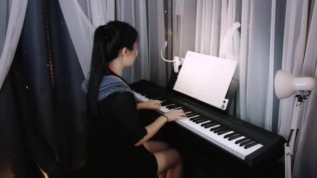 浅浅? 发布了一个钢琴弹奏视频,欢迎来围
