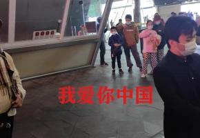 围观奶奶献唱《我爱你中国》燃爆现场,堪称经典!