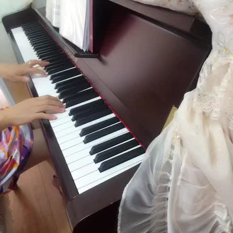 jennie8223 发布了一个钢琴弹奏