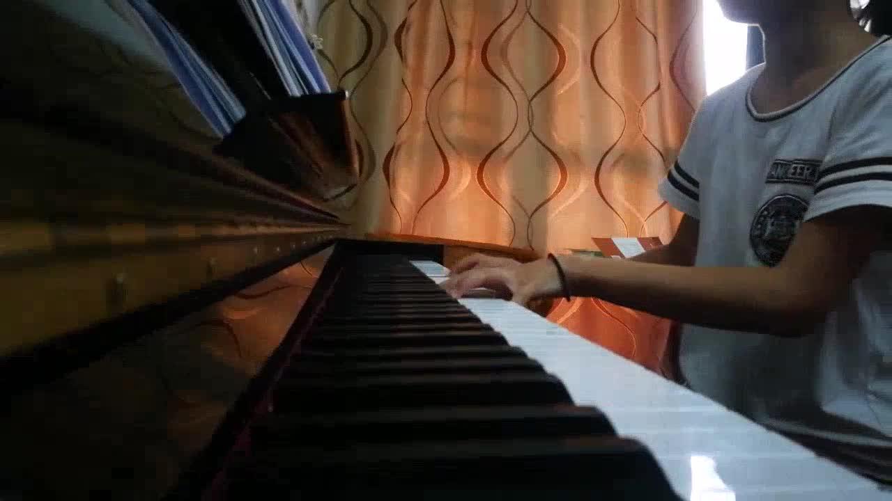 嘉琦aa 发布了一个钢琴弹奏视频,欢迎来